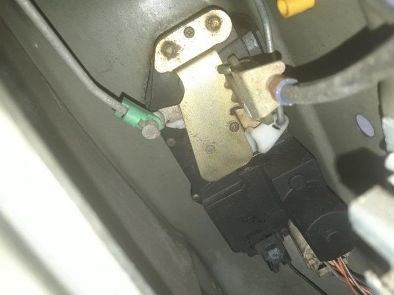 P38 se ferme lorsque l'on ouvre le coffre - Page 2 158688996452006